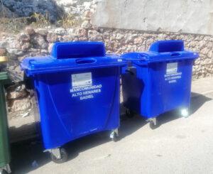 Cubos de reciclaje de papel y cartón